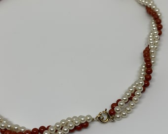 Vintage twisted necklace in pearls and red ochre stone