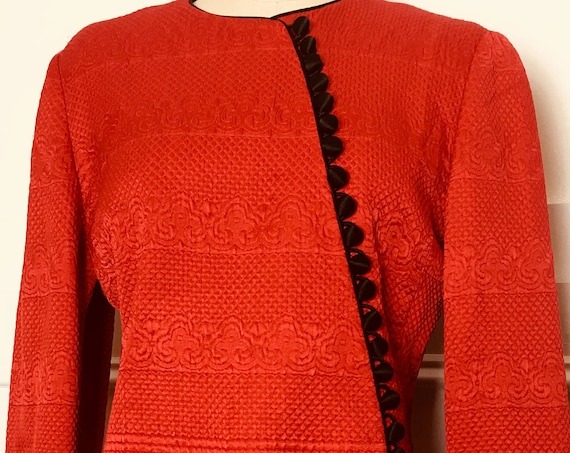 Mary McFadden Couture 1970s / 1980s Red and Black Silk Quilted Asian Styled Jacket RARE! Size US 8 (SKU 10397CL)