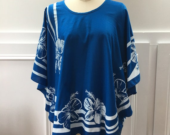 Hans Jutte Hawaiian Made Bright Blue and White Floral Print Caftan Style Top—One Size/PLUS  (10233CL)