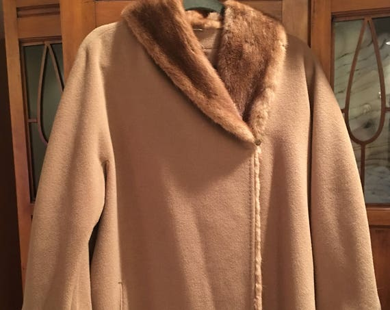 Max Mara Luxurious Italian Made Mink and Camel Cashmere Blend 1980s Trapeze Coat Size 10 / PLUS  (10546CL)