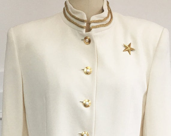 Ivory Military Style 1990s Jacket with Gold Brocade Trim Gold Star Brooch and Pearlized Gold Buttons by Jones New York Size 10 (10039CL)