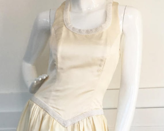 VIntage Ivory  1980s / 1990s Wedding Gown with Faux Pearls Sleeveless Scoop Neck Drop Waist Sweep Train (SKU 10092CL)