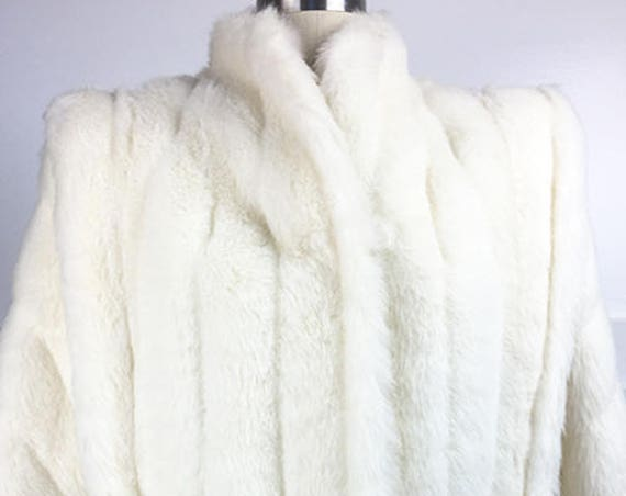 Sasson Juniors Impeccable 1970s / 1980s White Faux Fur Jacket with Fabulous Logo Satin Lining Size 5 (SKU 10603CL)