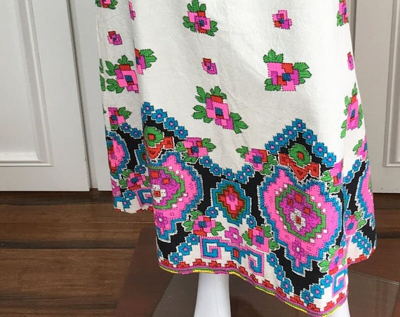 """MOD A-line """"Embroidered"""" 1960s / 1970s Maxi Skirt in Multi Color Indian Pattern on White Size Small  (10270CL)"""