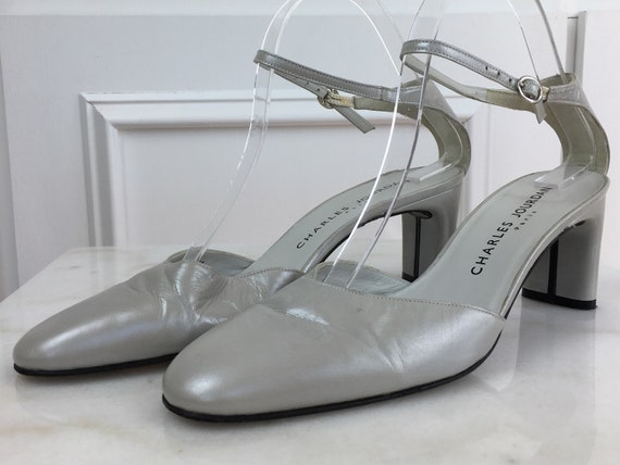 Charles Jourdan Paris Silvery Gray Leather 1980s / 1990s Mary Jane Heels Size 8 (SKU 10295SH)