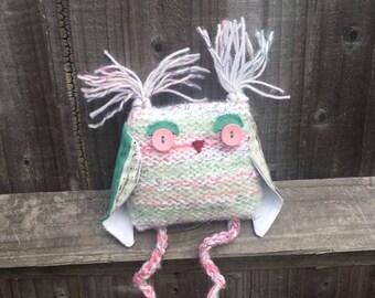 Pink owl - Valenitine's gift - Girls room decor - Stuffed snowy owl -Thank you gift - Bookshelf décor - Cuddly owl toy - Snowy white owl