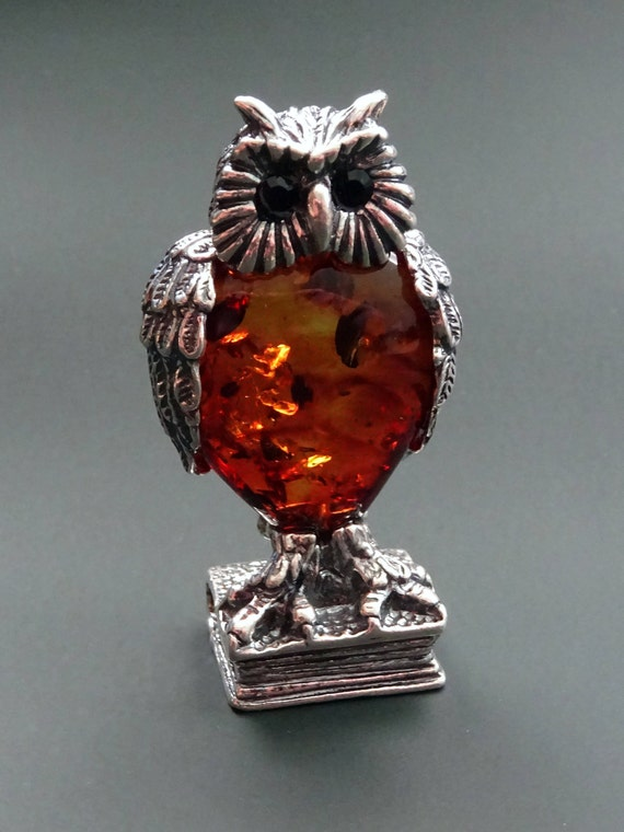 Figure of Owl from Amber in Silver. Weight ~ 29 g. 天然琥珀 #ET0530