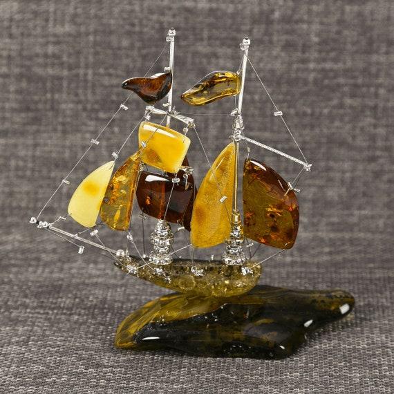 Ships made of Baltic Amber. Weight 38.6gram. Weight: 77.5 gram