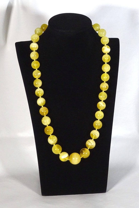 Baltic Amber Round Beads Necklace. Egg Yolk Color. Weight ~ 65 g. 天然琥珀 #ET0098