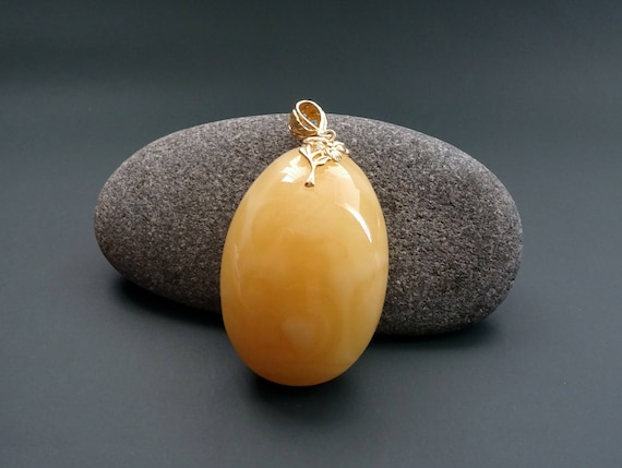 Baltic Amber Beautiful Pendant. Egg Yolk Color. Weight ~ 27,50 g. 天然琥珀 #ET0512