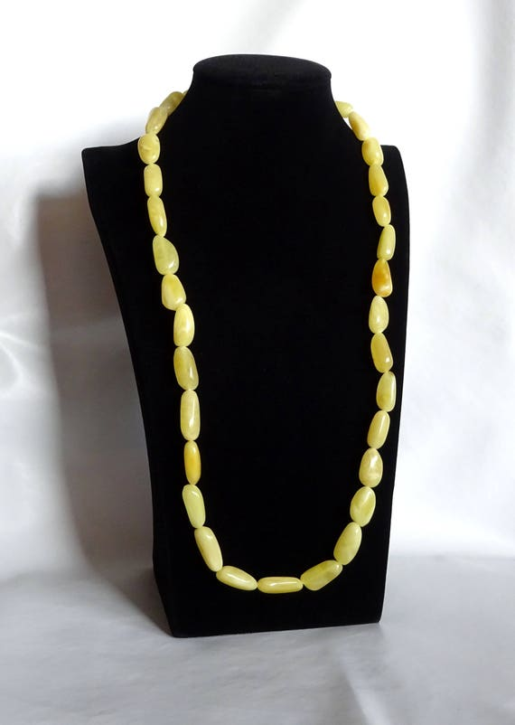Baltic Amber Beautiful Necklace. Egg Yolk Color. Weight ~ 40 g. 天然琥珀 #ET0262