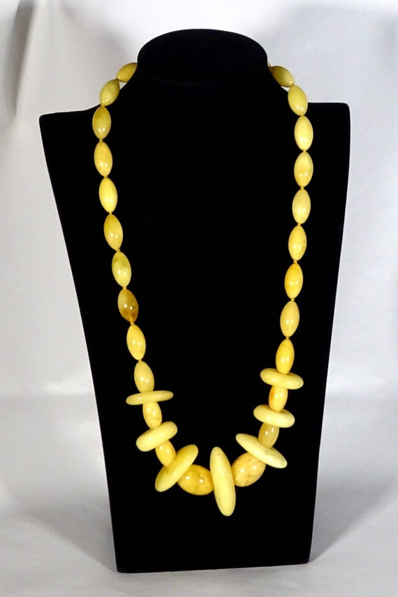 Baltic Amber Beautiful Necklace. Egg Yolk Color. Weight ~ 62 g. 天然琥珀 #ET0092