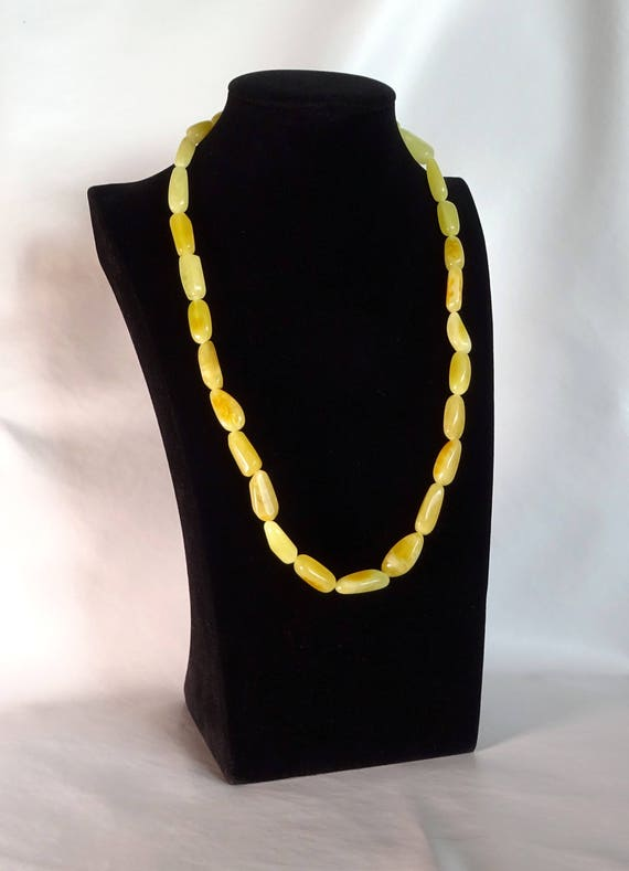 Baltic Amber Beautiful Necklace. Egg Yolk Color. Weight ~ 28 g. 天然琥珀 #ET0265