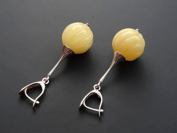 Baltic Amber Beautiful Silver (925) Earrings. Egg Yolk Color. Diameter of balls ~ 17,50 mm. Weight ~ 10,30 g. 天然琥珀 #ET0292