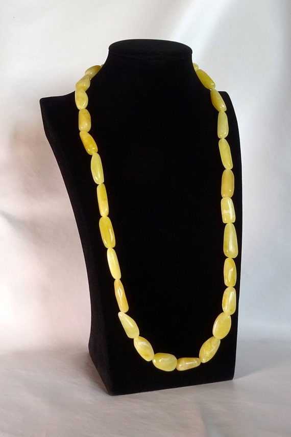 Baltic Amber Beautiful Necklace. Egg Yolk Color. Weight ~ 49 g. 天然琥珀 #ET0267