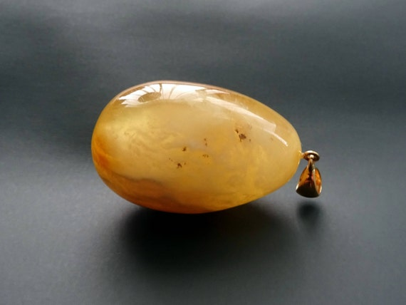 Baltic Amber Beautiful Pendant Egg Form. Weight ~ 21 g. 天然琥珀 #ET0437
