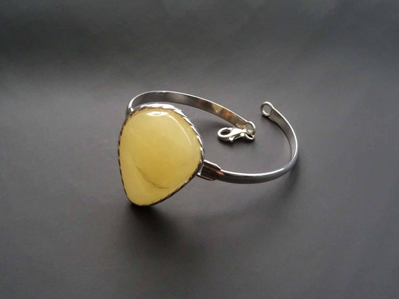 Beautiful Amber Bracelet. Egg Yolk Color.  Weight ~ 18 g. 天然琥珀 #ET0055