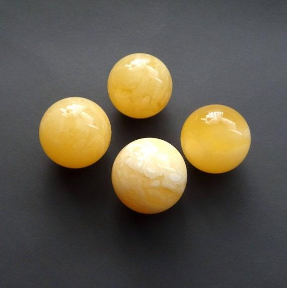 Amber Balls. Size ~ 18,20-18,90 mm. Weight ~ 14,38 g. 天然琥珀 #ET0261