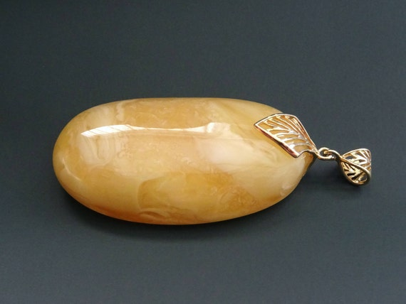 Baltic Amber Beautiful Pendant. Egg Yolk Color. Weight ~ 19 g. 天然琥珀 #ET0506