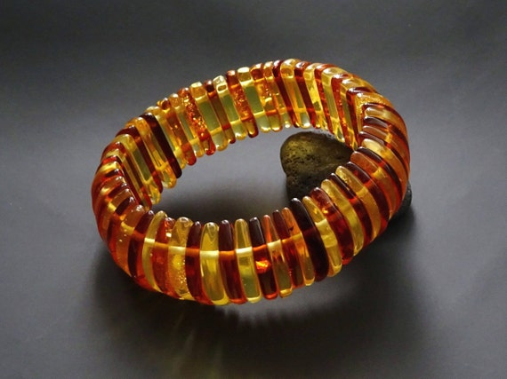 Baltic Amber Beautiful Bracelet. Original Design. Weight ~ 39,71 g. Inside size ~ 55 mm (adjustable). 天然琥珀 #ET0191