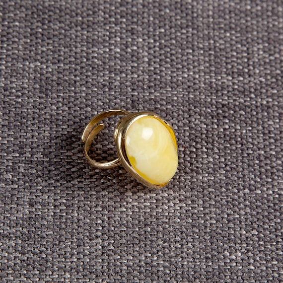 Baltic Amber Beautiful Gold plated yellow Ring 11.7 g.
