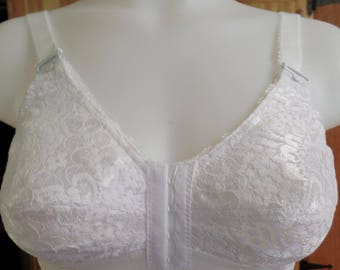 9f26827f7614a Vintage white lace Norvell sleep or lounging stretch bra size 36-38C