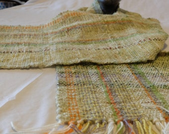 Web scarf made of hand-spun wool
