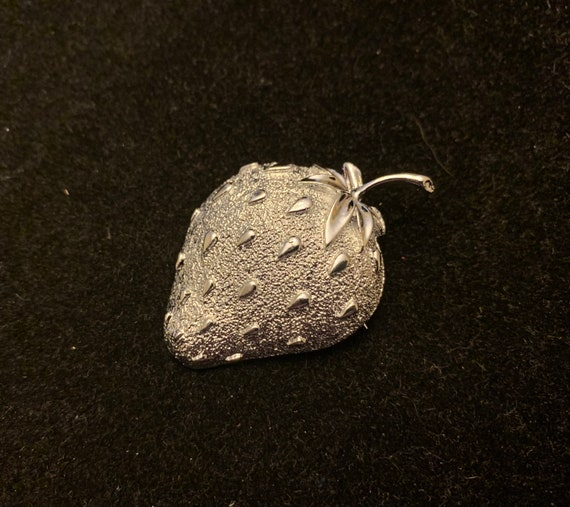 Vintage Sarah Coventry Silver Tone Strawberry Broo