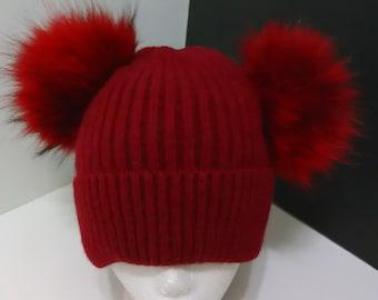 5306a86b2b Double Pom pom bonnet laine à côtes tricot rouge avec Double amovible grand  vrai véritable raton laveur Pom pom, doublé de polaire, de fourrure douce  et ...