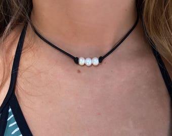 024a94443f71f1 3 PEARL CHOKER/ Real Pearl Leather Choker/ Small Pearl Choker/3 Pearl  Necklace/ pearl choker/ pearl necklace/ leather pearl necklace/beach