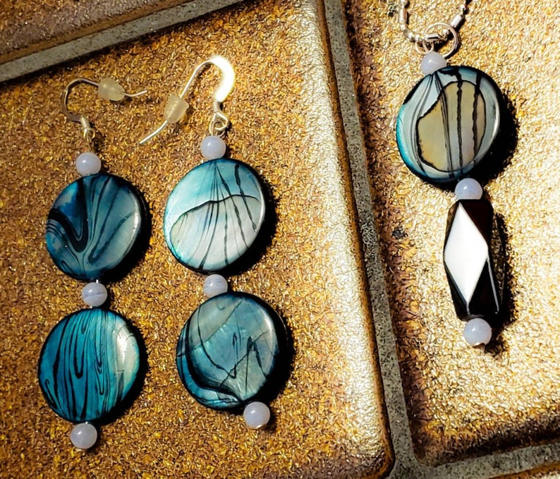 Blue Stripped Shell Blue Lace Agate Jewelry Set. image 0