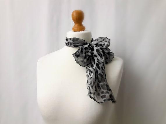 e2e640e7ac1e Foulard en voile mousseline de soie motif léopard nuances   Etsy