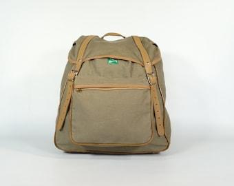 Vintage Backpack   70s Green Backpack   Vintage Rucksack   Hiking Backpack    Travel Backpack   Vintage Fashion   Vintage Travel   Retro Bag 13093b848d
