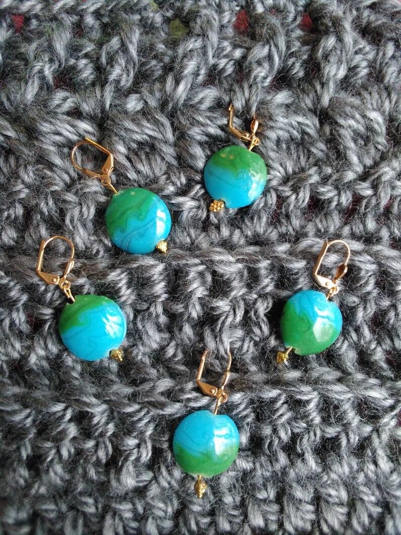 Glass earth-look stitch markers