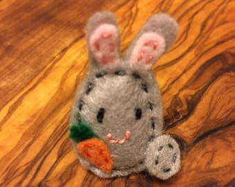 Miniature felt bunny brooch/pin