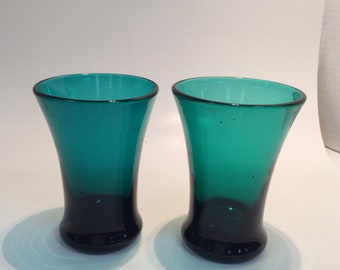 Pair of Williamsburg CW5M juice glass, emerald green. Made by Blenko Glass.