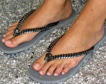 2d4f1936284aba Skull sandals