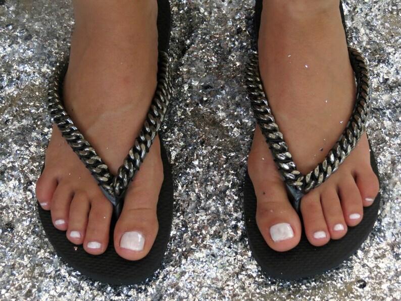 sports shoes 07d80 d2113 Black Flip Flop, black curb chain, Custom Flip Flops, Havaianas, Thang  Sandal, Flat Sandals, Woman Flip Flop, Decorated Sandals