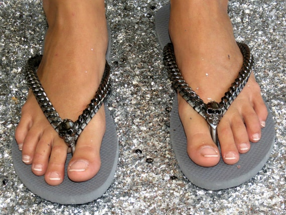 Grey Decorated Havaianas Flip Flops, Black Curb Chain Skull Custom Sandals