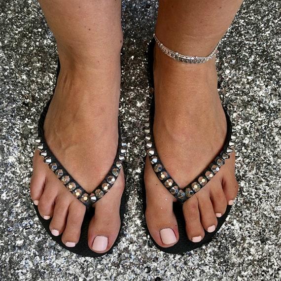 Schwarz dekoriert Havaianas Flip Flop, Nieten Ohrstecker benutzerdefinierte Sandalen