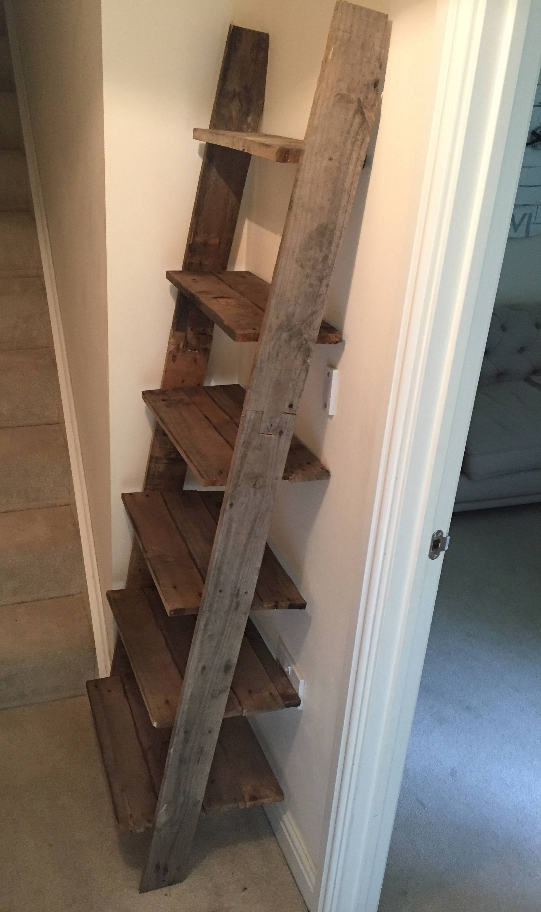 How to make a ladder shelf out of pallets