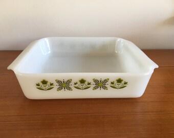 Anchor Hocking baking dish/casserole, green motif