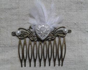 """heart and white feathers"" comb"
