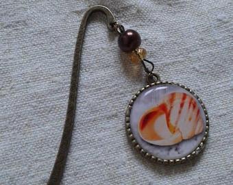 pretty shell cabochon bookmark
