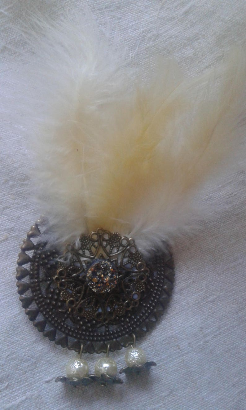 brooch prints and feathers cream