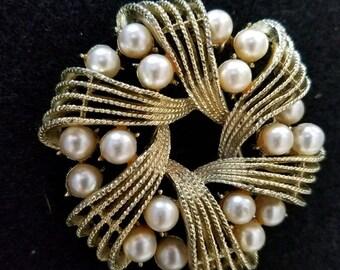 Beautiful Faux Pearl Brooch