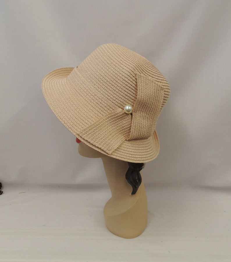 1920s Hat Styles for Women – History Beyond the Cloche Hat Blush Pink Vintage Style 1930s 1940s Cloche Summer Hat  AT vintagedancer.com