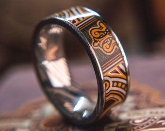 Mens Wedding band in Damascus Steel and Maduro Feat. KingsWildProject luxury playing cards.