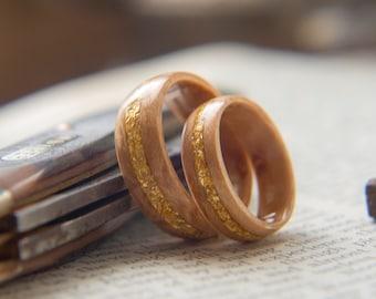 Wedding band Set // 2 Birds eye Maple Gold flake rings, Wood wedding band, Couples rings, natural ring, Mens wedding band
