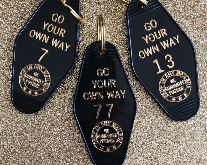 Go Your Own Way Vintage Hotel Keychain - Black